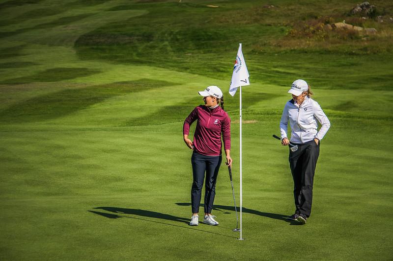 Guðrún Brá Björgvinsdóttir og Ragnhildur Kristinsdóttir.  Íslandsmót golf 2019 Grafarholt - 1. keppnisdagur. Mynd: seth@golf.is