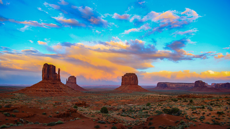 Morning Breaks in Monument Valley