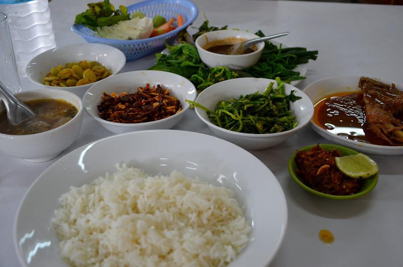 DSC_5041-burmese-lunch.JPG