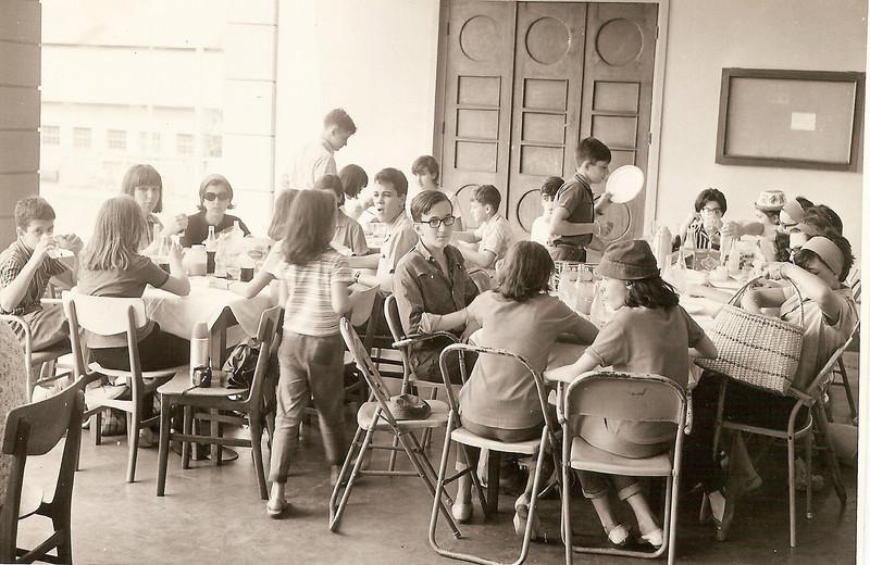Estudantes do Dundo almocam na Casa do Pessoal de Andrada
