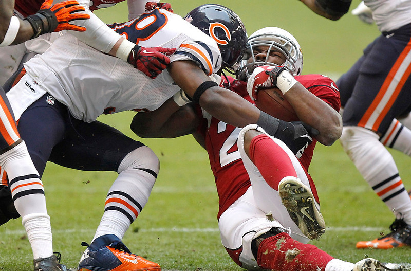 . Arizona Cardinals running back Alfonso Smith is hit by Chicago Bears outside linebacker Geno Hayes, left, during the first half of an NFL football game, Sunday, Dec. 23, 2012, in Glendale, Ariz. (AP Photo/Paul Connors)