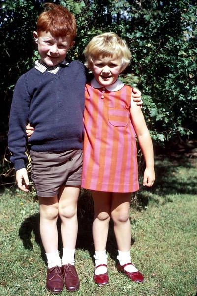 1969-12-25 (8) David 6 yrs & Susan 4 yrs 5 mths @ Elaine's, Sale.jpg