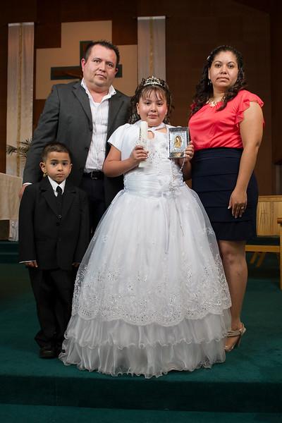 Communion Hispanic-9194-31 4X6.JPG
