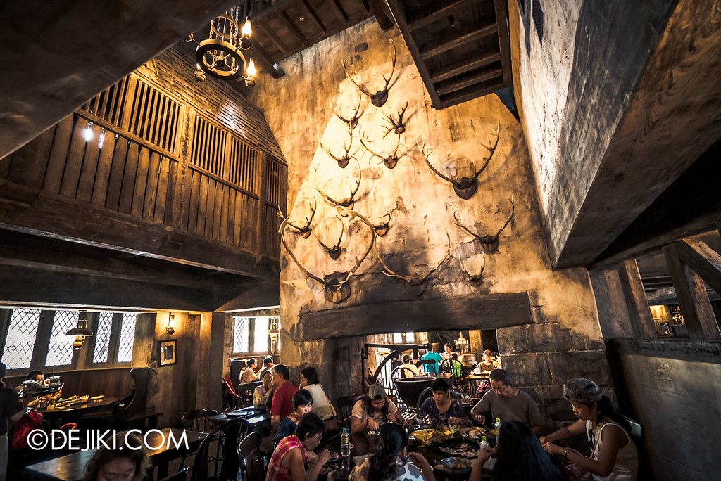 Universal Studios Japan - The Wizarding World of Harry Potter - Three Broomsticks restaurant, wall of antlers
