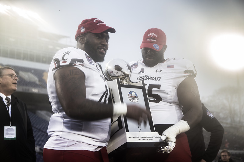 Cincinnati players accept the Military Bowl Trophy