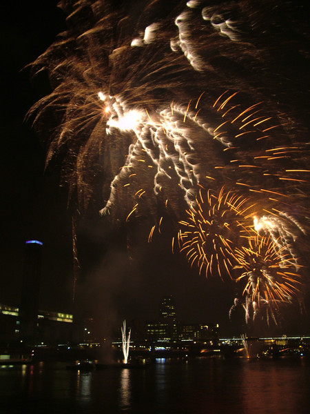 2005_1104southwarkfireworks088_edited-1.JPG
