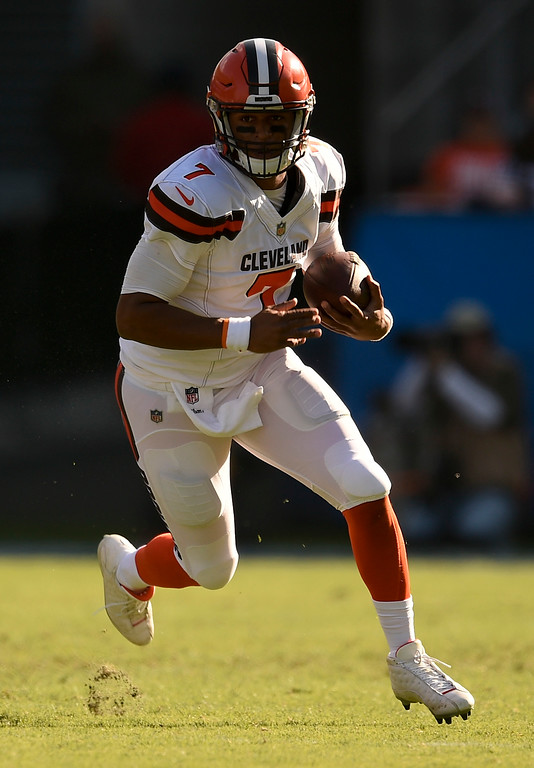 . Cleveland Browns quarterback DeShone Kizer runs against the Los Angeles Chargers during the first half of an NFL football game Sunday, Dec. 3, 2017, in Carson, Calif. (AP Photo/Kelvin Kuo)