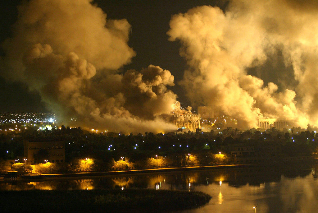. Smoke covers the presidential palace compound in Baghdad on March 21, 2003 during a massive US-led air raid on the Iraqi capital. Smoke billowed from a number of targeted sites, including one of President Saddam Hussein\'s palaces, an AFP correspondent said. AFP Photo/Ramzi Haidar