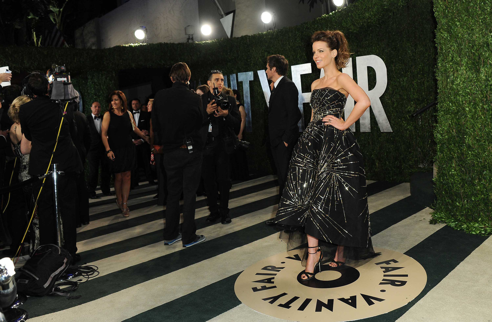 Description of . Actress Kate Beckinsale arrives at the 2013 Vanity Fair Oscar Party on Sunday, Feb. 24 2013 at the Sunset Plaza Hotel in West Hollywood, Calif. (Photo by Jordan Strauss/Invision/AP)