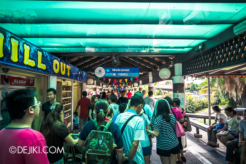 Underwater World Singapore - Queue starts here