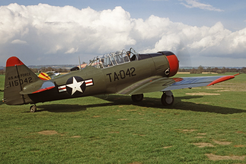 G-BGHU-NorthAmericanT-6GTexan-Private-EGKH-2000-03-26-GY-28-KBVPCollection.jpg