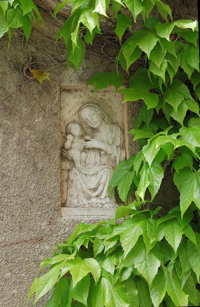Vareena, Italy Garden Wall