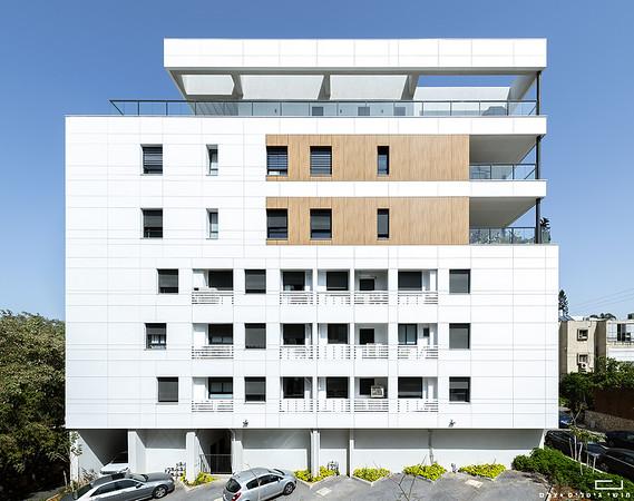 בניין מגורים במרכז הארץ. אדריכלות: החדר, קבלן: אפסילון, חיפויים: אברבוך חיפויים