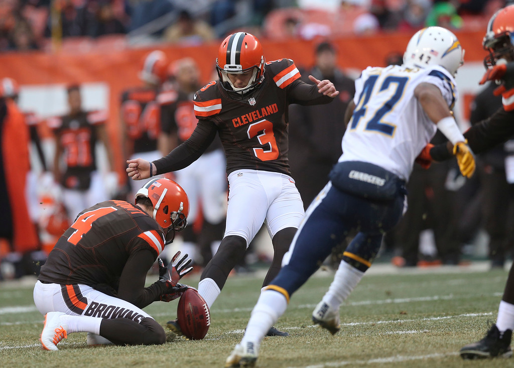 . Cleveland Browns kicker Cody Parkey (3) kicks a 49-yard field goal in the first half of an NFL football game against the San Diego Chargers, Saturday, Dec. 24, 2016, in Cleveland. (AP Photo/Aaron Josefczyk)