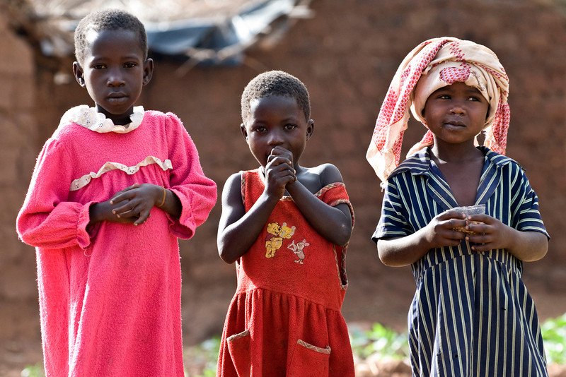 little girls checking out the mzungu (foreigner) in the swaria camp