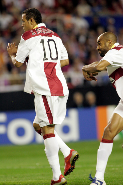 Luis Fabiano and Kanoute. UEFA Champions League first knockout round game (second leg) between Sevilla FC (Seville, Spain) and Fenerbahce (Istambul, Turkey), Sanchez Pizjuan stadium, Seville, Spain, 04 March 2008.