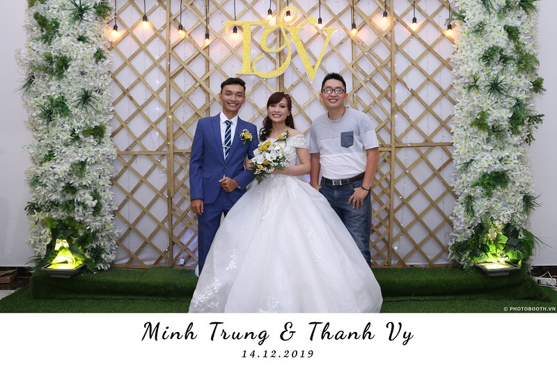 Trung-Vy-wedding-instant-print-photo-booth-Chup-anh-in-hinh-lay-lien-Tiec-cuoi-WefieBox-Photobooth-Vietnam-043.jpg