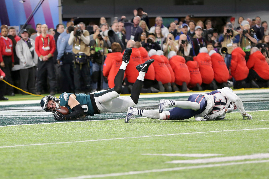 . Philadelphia Eagles tight end Zach Ertz scores a fourth quarter touchdown against the New England Patriots in Super Bowl 52 on Sunday, February 4, 2018 in Minneapolis. (AP Photo/Gregory Payan)