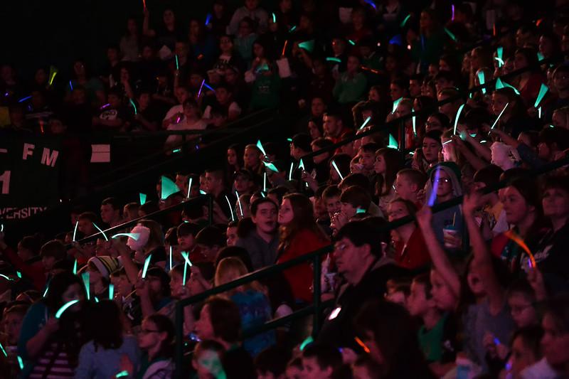 crowd4836.jpg