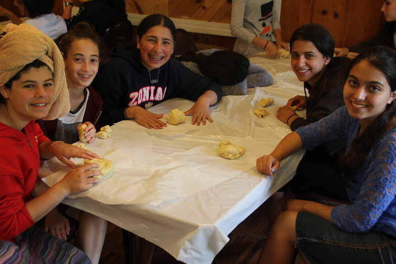 kars4kids_thezone_camp_girlsDivsion_activities_baking (32).JPG