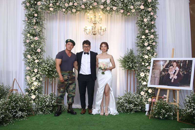 Vy-Cuong-wedding-instant-print-photo-booth-in-Bien-Hoa-Chup-hinh-lay-lien-Tiec-cuoi-tai-Bien-Hoa-WefieBox-Photobooth-Vietnam-097.jpg