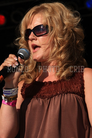 Beth Dresel Sings National Anthem Saturday and Sunday
