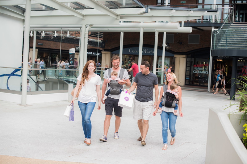Izmi_Baby_Carrier_Breeze_Mid_Grey_Lifestyle_Front_Carry_Couples_Shopping.jpg