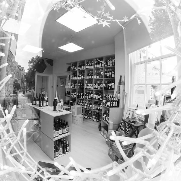 love-wine-shop-8527_26678341754_o.jpg