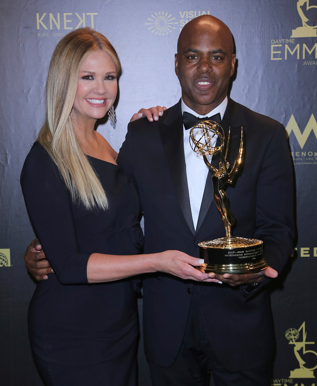 ". Nancy O\'Dell, left, and Kevin Frazier pose in the press room with the award for outstanding entertainment news program for ""Entertainment Tonight\"" at the 45th annual Daytime Emmy Awards at the Pasadena Civic Center on Sunday, April 29, 2018, in Pasadena, Calif. (Photo by Willy Sanjuan/Invision/AP)"