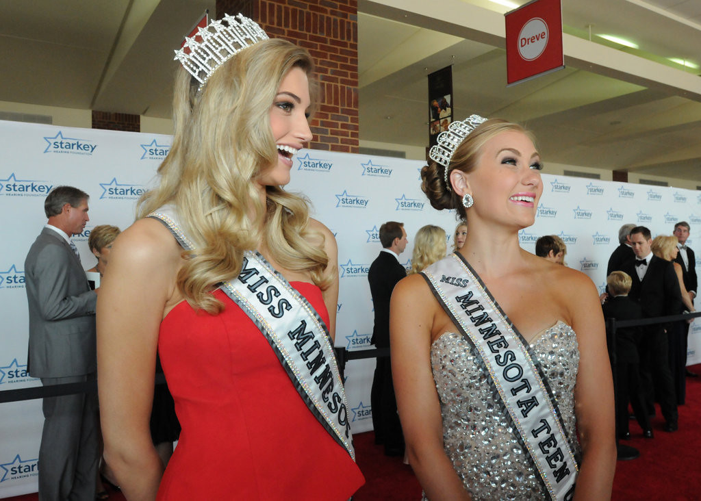 . Miss Minnesota USA Danielle Hooper, left, and Miss Minnesota Teen USA Maggie McGill talk to reporters on the red carpet before the gala. (Pioneer Press: Ginger Pinson)