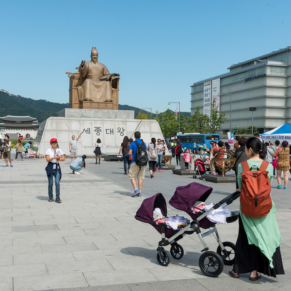 Statue of King Sejong the Great at the center of Gwanghawmun Square with Gyeongbokgung Palace in the distance, Seoul, South Korea