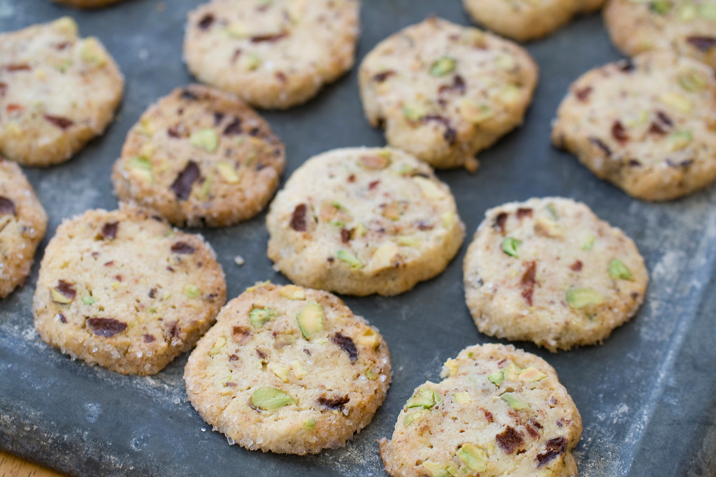". <a href=""http://www.huffingtonpost.ca/2013/11/21/christmas-cookie-recipe_n_4317425.html\"">Get the recipe for stawberry pistachio icebox cookies</a>. (AP Photo/Matthew Mead)"