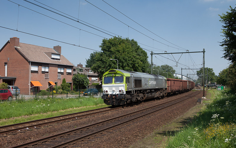 Captrain 6605 powering the coal train 48871 (Born - Vise/B - Bettembourg-Marchandises/L) through Beek-Elsloo.