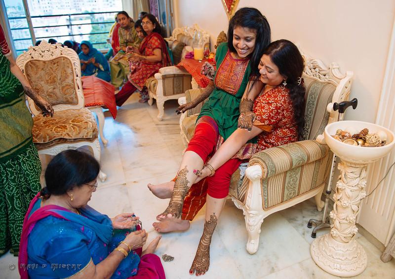 Jay Pooja Mehandi-306.jpg
