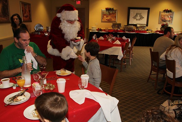 Breakfast with Santa at NJMP  Dec 21 2013