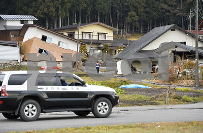 japan-earthquake-collapses-homes-causes-injuries