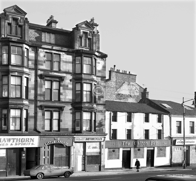 London Rd, north side west of Green St.    The original Calton Bar, in a building thought to date from 1767 - it is certainly older than most. The proportions suggest that the top floor windows were originally half-dormers, lost in a re-roofing.     January 1974