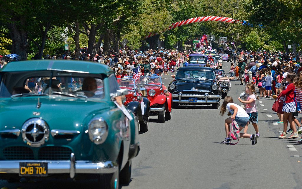 . Thousands of people watch as classic cars parade through Highland Ave. during Piedmont\'s July 4th parade in Piedmont, Calif., on Thursday, July 4, 2013. (Jose Carlos Fajardo/Bay Area News Group)