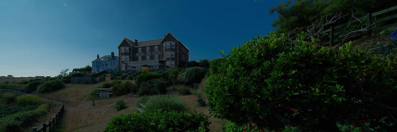 Housel Bay Hotel.jpg