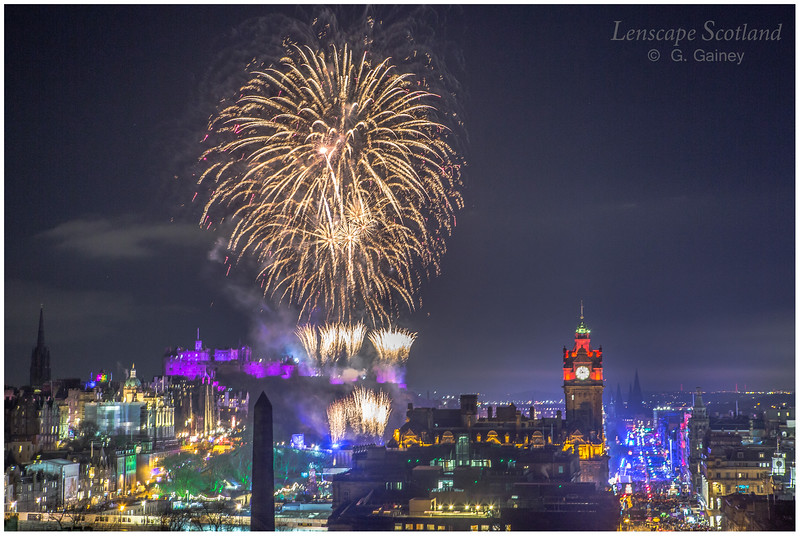 Fireworks over Edinburgh Castle from Calton Hill (19)