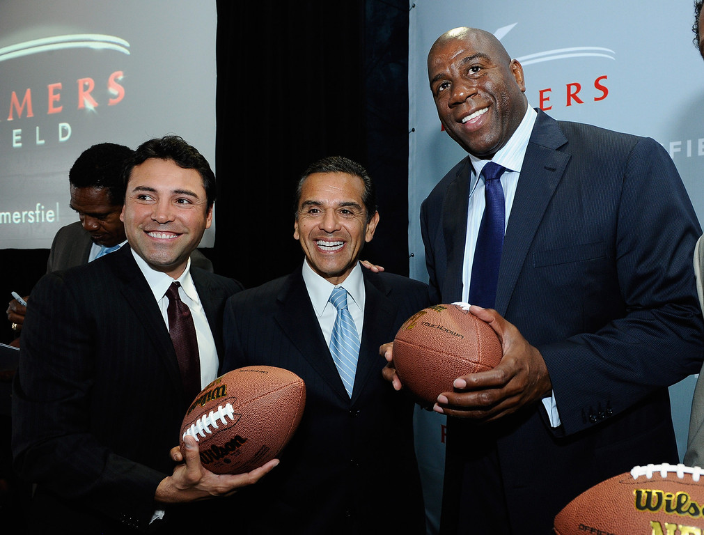 . LOS ANGELES, CA - FEBRUARY 01:  Los Angeles Mayor Antonio Villaraigosa (C) boxer Oscar De La Hoya (L) and basketball great Magic Johnson hold footballs after an event announcing naming rights for the new football stadium Farmers Field at Los Angeles Convention Center on February 1, 2011 in Los Angeles, California. AEG has reportedly sold the naming rights for the proposed stadium to Farmers Insurance Exchange for $650,000, calling the stadium \'Farmers Field.\'  (Photo by Kevork Djansezian/Getty Images)
