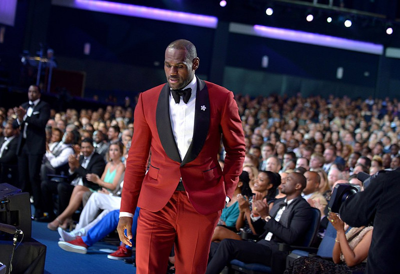 . LeBron James walks on stage to accept the best male athlete award at the ESPY Awards on Wednesday, July 17, 2013, at the Nokia Theater in Los Angeles. (Photo by Jordan Strauss/Invision/AP)