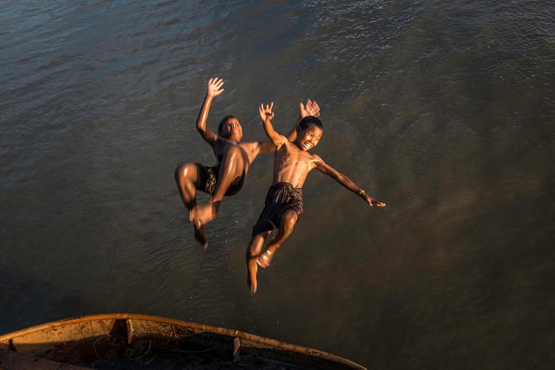 boys jumping from boat.jpg
