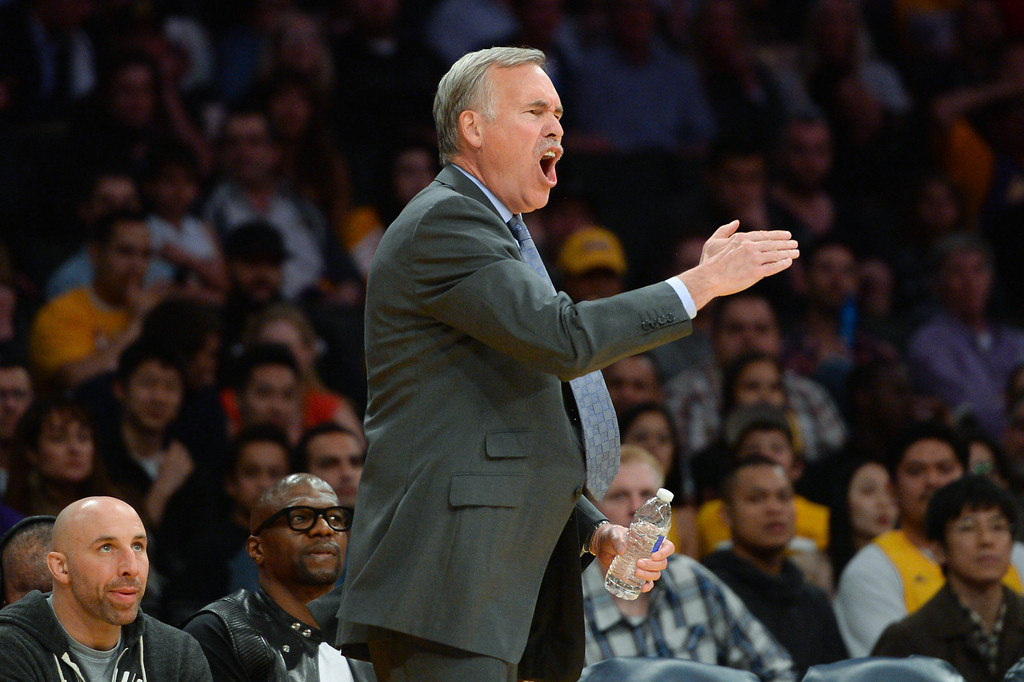 . Lakers coach Mike D\'Antoni doesn\'t like a foul call. (Photo by Michael Owen Baker/L.A. Daily News)
