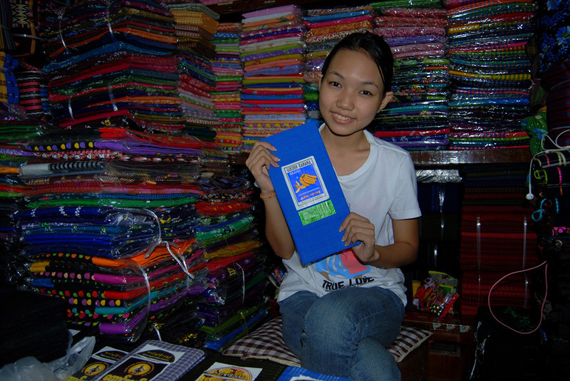 buying a lungyi in  Yangon Myanmar.jpg
