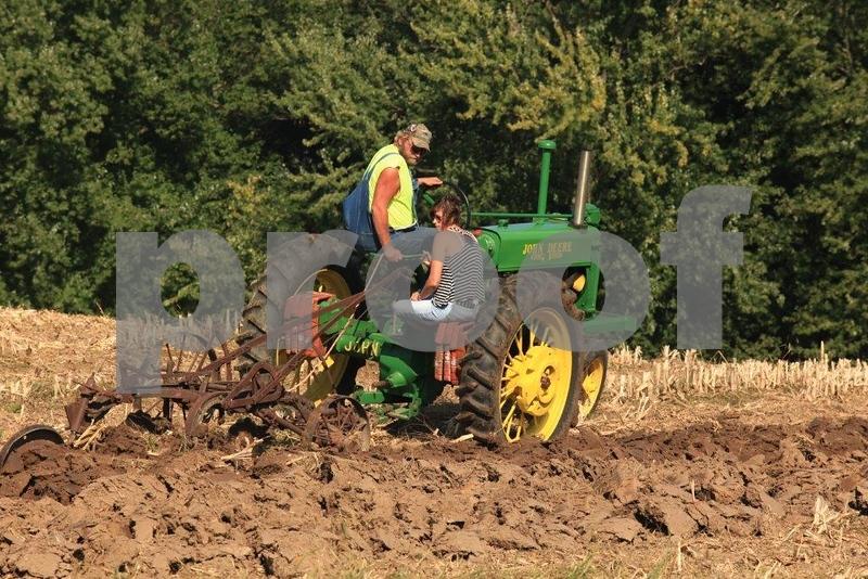 Plowing 5456.jpg