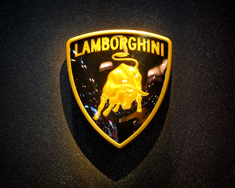 Lamborghini Emblem 01.jpg