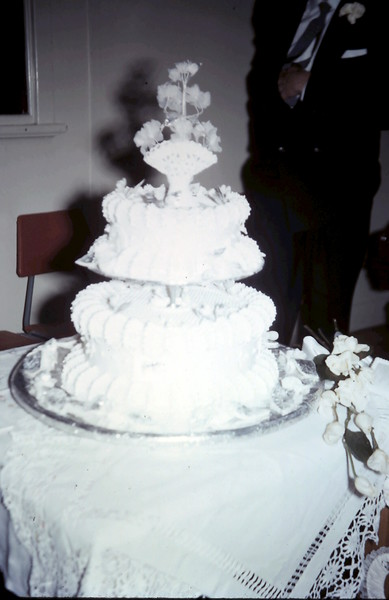 1960-11-5 (9) Gill & Johns wedding cake.JPG