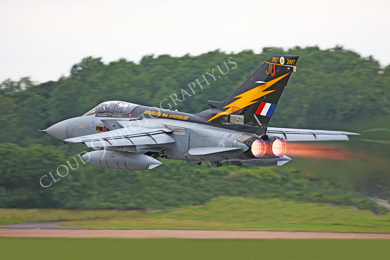 AB-Torn 00028 Panavia Tornado British Royal Air Force ZE734 by Peter J Mancus.JPG