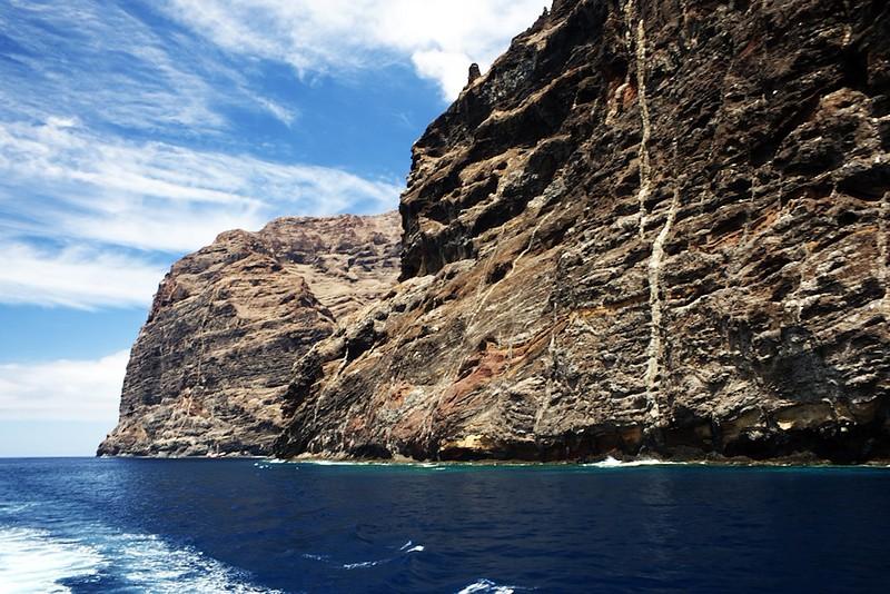 Z fotografií to opět tolik nevyzní, ale útesy Los Gigantes svou výškou místy až 500-600 metrů opravdu dostávají svému jménu.